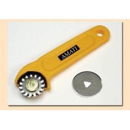 Rotary cutter con 2 lame, 1 liscia e 1 ondulata. 29 mm di diametro